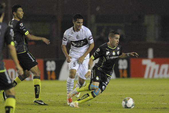 Mauro Cejas, único jugador argentino en el plantel de Santos, no destacó...