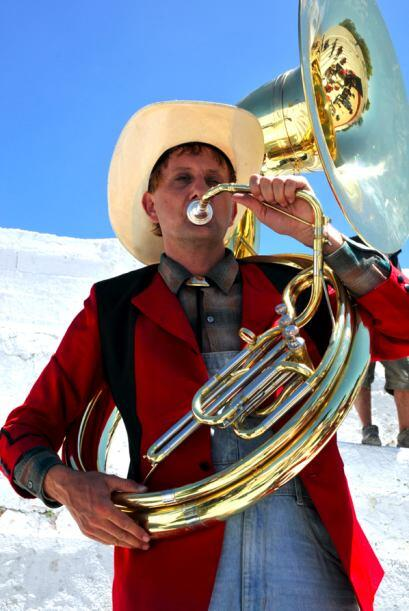 Nadie puede tocar la tuba como él, sobre todo cuando se inspira recordan...