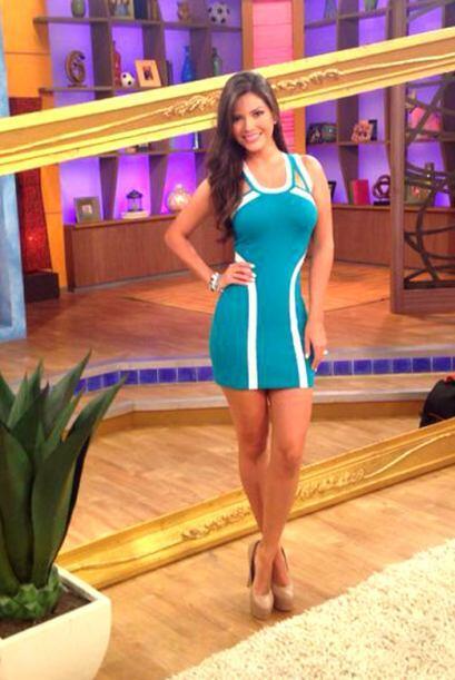 Julio 23, 2014: Un bello vestido azul que realza aún más l...
