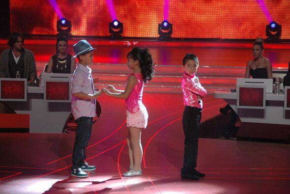 Por último, los niños de canto y las parejas de baile, se enfrentaron a...