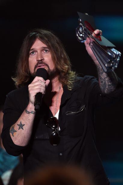 La gran ausente fue Miley Cyrus, quien recibió un premio por su c...