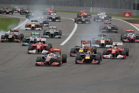 El piloto británico Lewis Hamilton (McLaren) venció con au...
