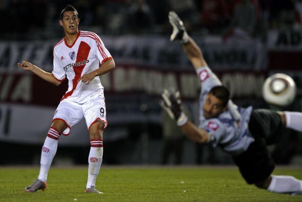 El juvenil Funes Mori amenazó al inicio del certamen hacer goles de todo...