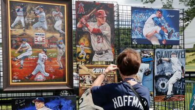 En fotos: Así esperan los fanáticos del béisbol a los inducidos al Salón de la Fama