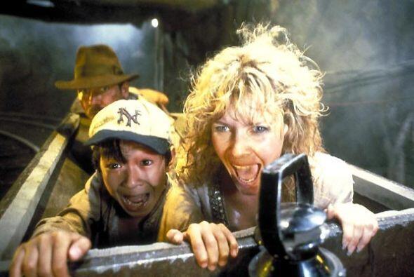 También Capshaw se lastimó un ojo durante la secuencia del carro minero....