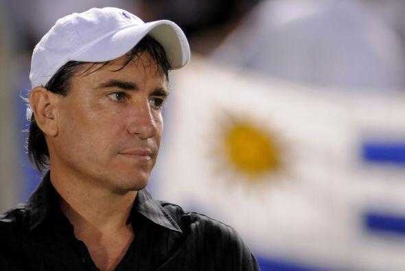 El seleccionador de fútbol sub'20 de Uruguay, Juan Verzeri, tiene en la...