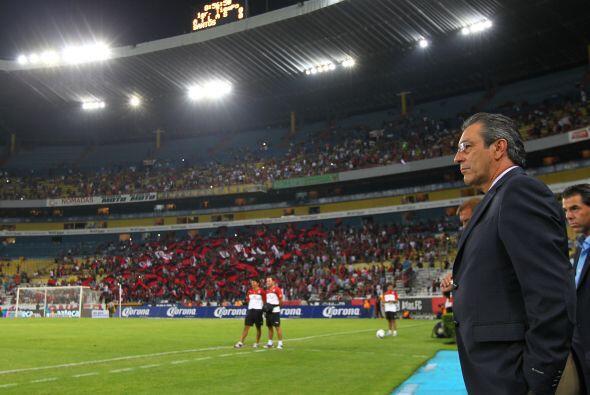 Febrero de 2014, sobre el estadio Jalisco, la casa del equipo que dirige...