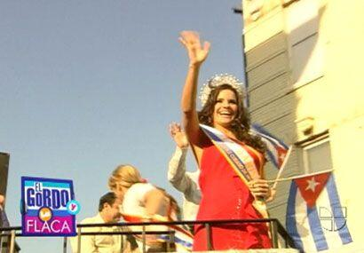 Como toda una reina de belleza, Greidys Gil desfiló en un 'parade' cuban...