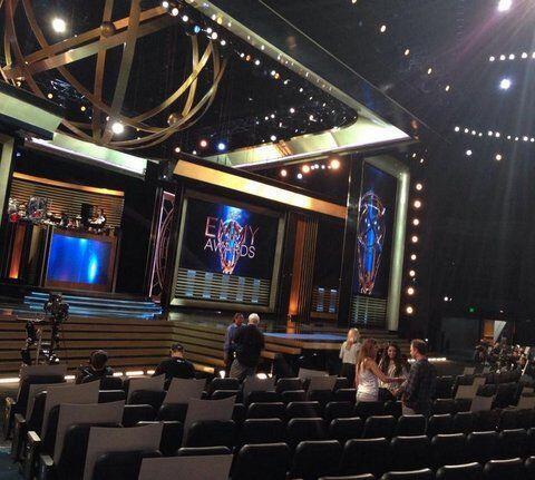 El recinto de los #Emmy2014 comienza a recibir a sus invitados de esta n...