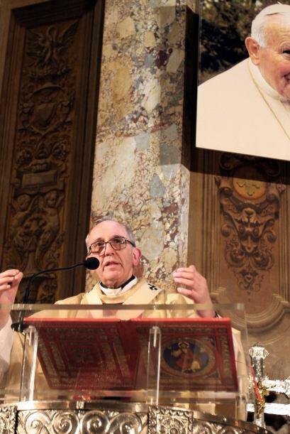 Arzobispo de Buenos Aires y primado de Argentina, Bergoglio ha sido en l...