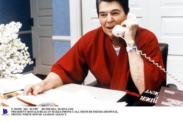 Ronald Reagan siguió atendiendo sus asuntos desde el hospital. El 'Gran...