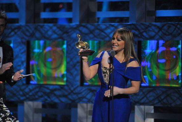 Jenni Rivera recibió emocionada su premio