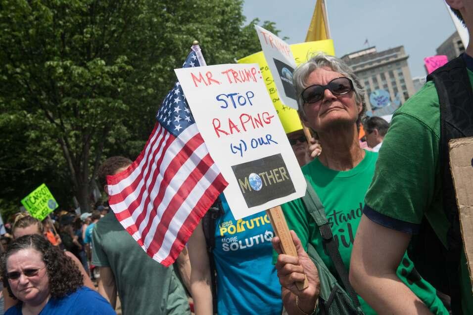 """Con un mensaje directo al presidente de EEUU, este letrero pide """"Se..."""