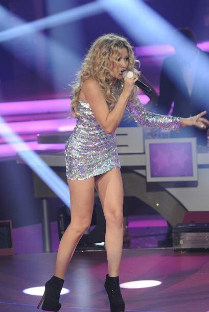 Como podemos notarlo, a la cantante le encanta usar prendas de colores m...