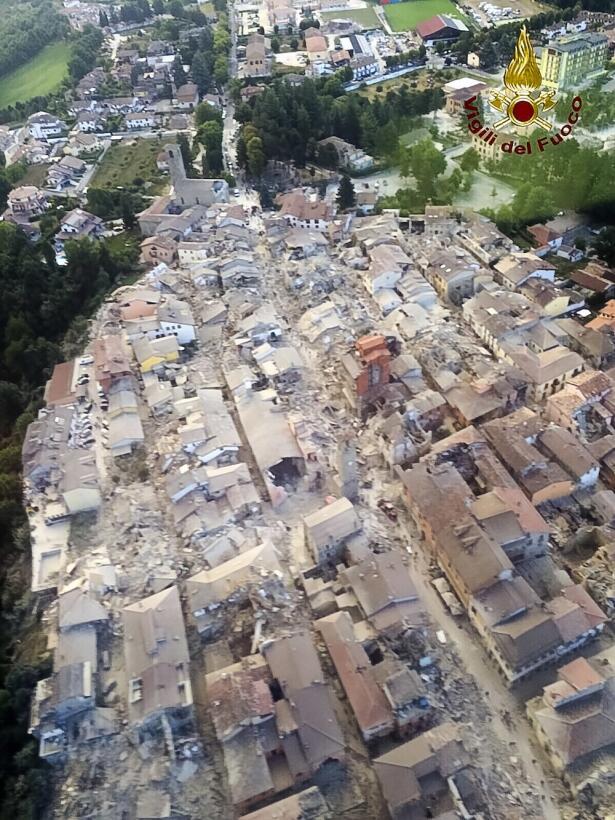 Vista aérea de Amatrice sacudida por el sismo