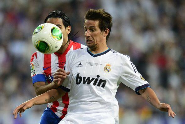 Junto con Modric, el lusitano Fabio Coentrao también sería uno de los no...