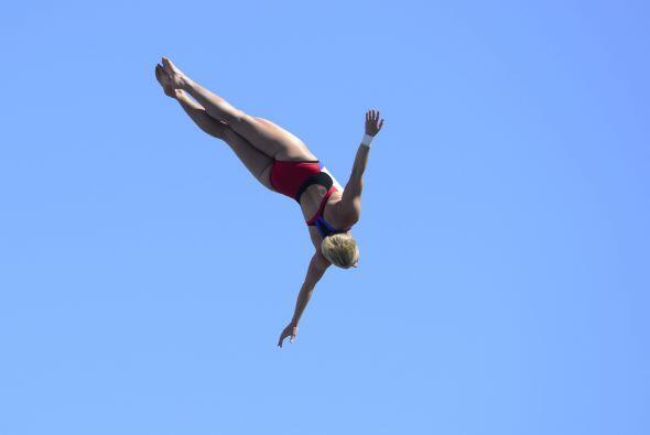 Cesilie Carlton de Estados Unidos conquistó el oro en la prueba de salto...