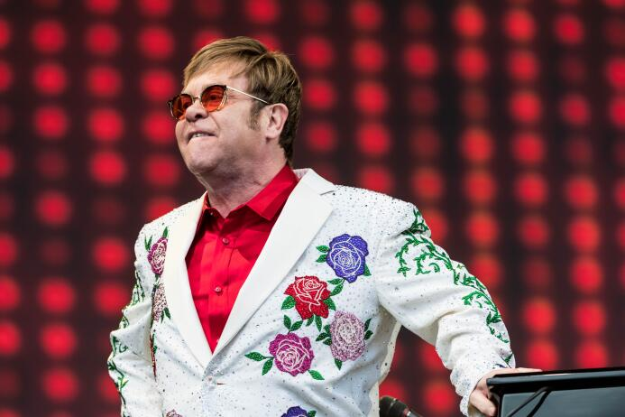 6. Elton John (Músico) - ingresos de 60 millones de dólares en el 2017