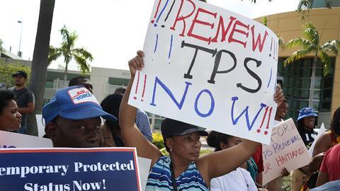 Indocumentados centroamericanos durante una manifestación para pe...