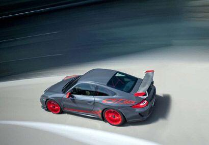 El grupo motor aspirado naturalmente y de rápida aceleración alcanza una...