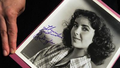 En 1949, mientras vacacionaba con su madre en Miami Beach como invitada...