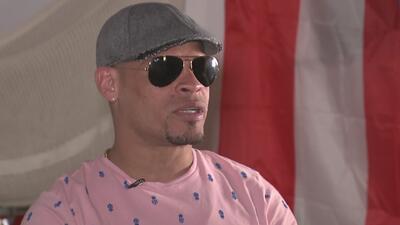 El boxeador Orlando 'El Fenómeno' Cruz manifiesta su alegría por ser el gran mariscal del Desfile del Orgullo Gay en Chicago