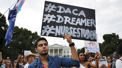 Un grupo de dreamers frente a la Casa Blanca para pedirle al presidente...