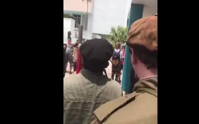 Video: Supremacistas blancos gritan a favor de Trump mientras manifestan...