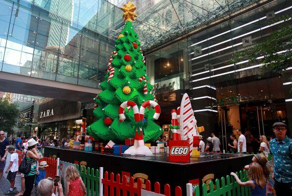 Otro árbol de Lego se encendió en la ciudad de Sydney. Justamente en el...