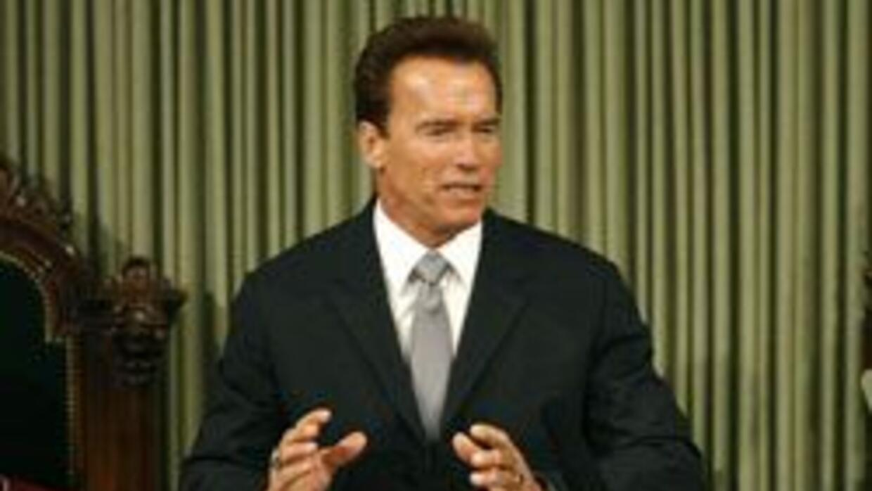 Schwarzenegger propone reducir gasto penitenciario y critica reforma de...