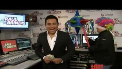 Rompe la piñata del Show de Raul Brindis