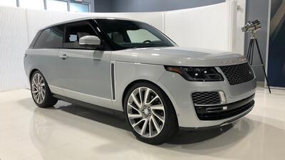 La Range Rover SV Coupe es una SUV hecha a mano que reta a las grandes camionetas de ultra lujo