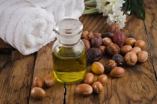 El aceite de argán se ha vuelto muy popular como tratamiento para el cab...