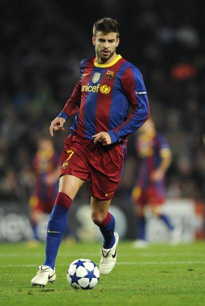 Gerard Piqué se ha consolidado como un central seguro tanto en el juego...