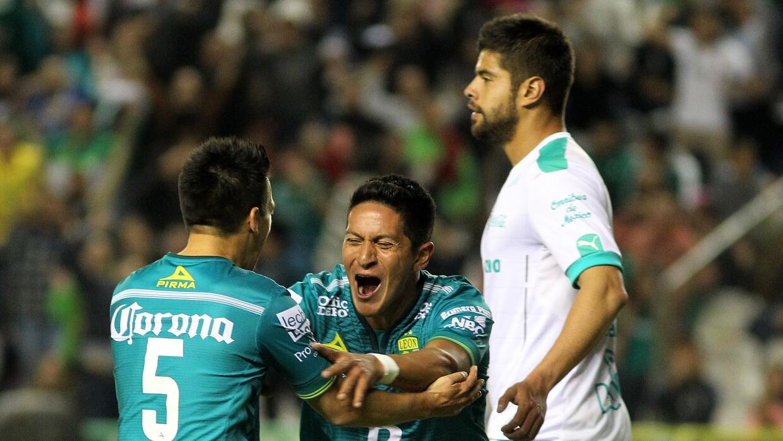 Germán Cano celebra uno de sus goles.