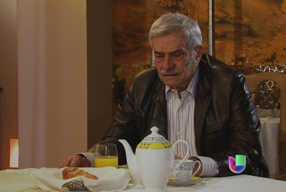 Cayetano le cuenta a Mariano que se ha sentido mal, cansado. Prácticamen...
