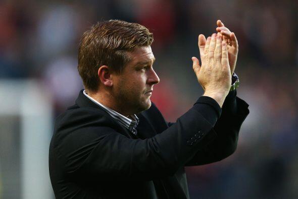 Al final el público despidió con aplausos al MK Dons por el gran partido...