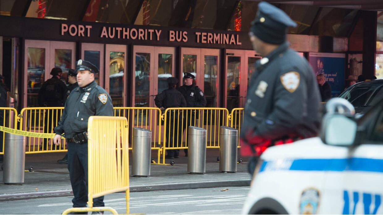La explosión se registró en este terminal de autobuses de Manhattan, cer...