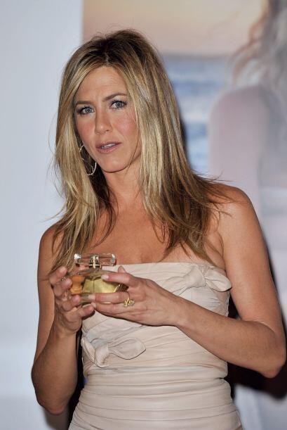 1.- Jennifer Aniston también es una de las famosas que forma parte de es...
