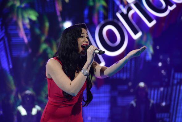 """Geissie Torres cantó muy emotiva """"Contigo en la distancia""""."""