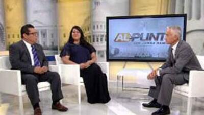 El periodista Jorge Ramos, presentador de Al Punto, habla con los activi...