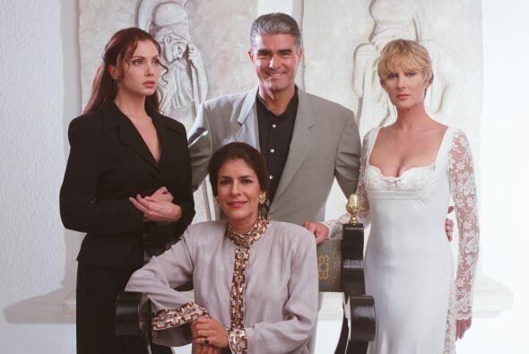 'Bajo un mismo rostro' es la exitosa telenovela que cuenta la historia d...