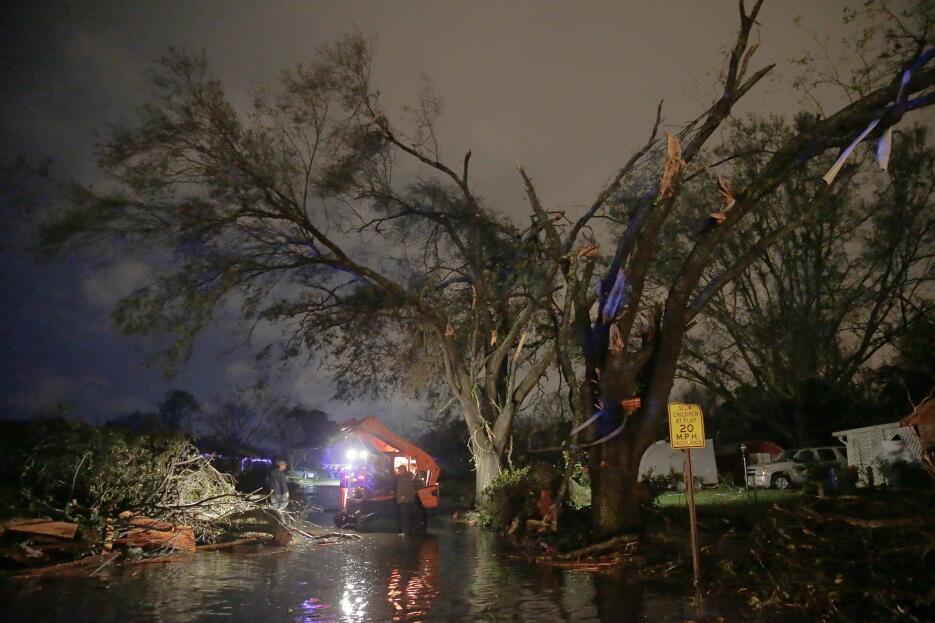 Tormentas y tornados azotan Louisiana y Mississippi tornado9.jpg