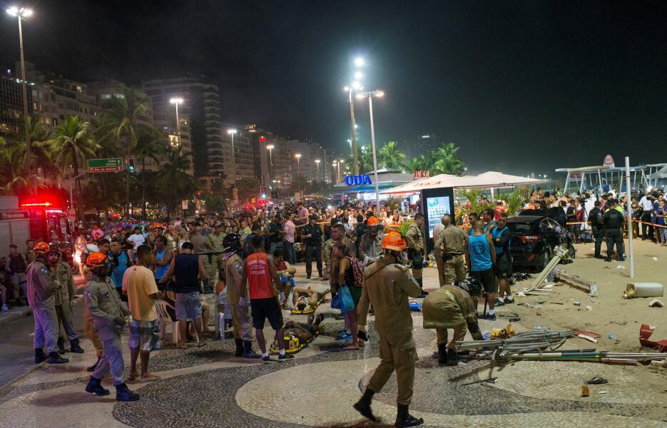 Vehículo arrolla a transeuntes en la playa de Copacabana 2018-01-19t0558...