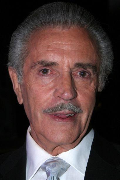 Julio Alemán es Adolfo Ávila. Socio de Mario y padre de Carlos. Tras su...