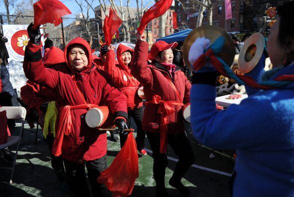 Con música y cantos celebraron los miembros de la comunidad china.
