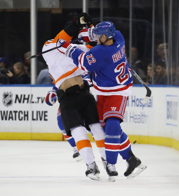 La agresividad como elemento natural del hockey sobre hielo GettyImages-...