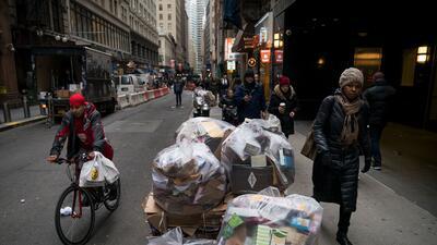 Recolectar basura es el pasatiempo de una millonaria de Brooklyn (y gana entre $20 y $30 diarios)