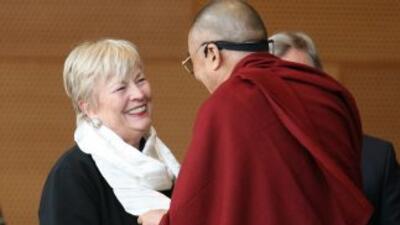 La ex primera dama de Chicago Maggie Daley conoció al Dalai Lama en el 2...