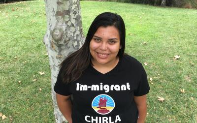 Rosa, una joven indocumentada que estudia en la prestigiosa Universidad...